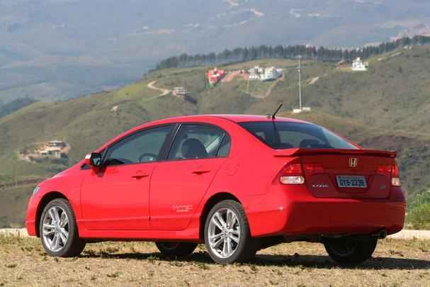 Sedã esportivo da Honda tinha motor 2.0 16V que rendiam 192 cv