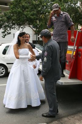As diferentes formas da noiva chegar na igreja no dia do casamento