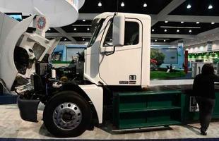 Caminhão de entregas urbanas com propulsor elétrico