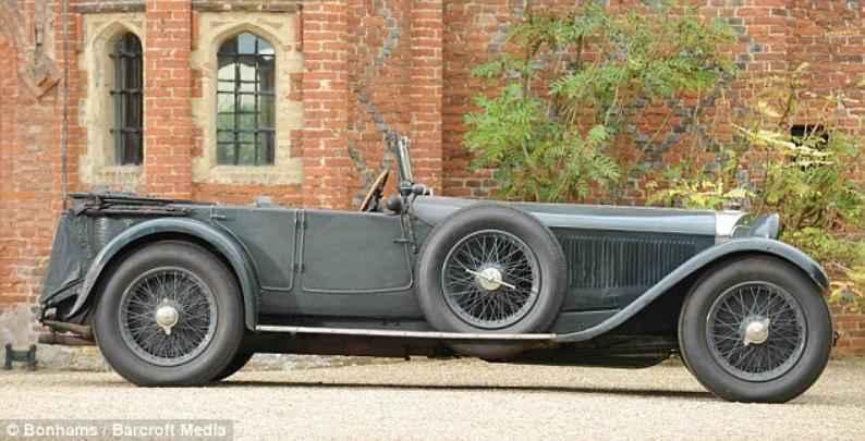 Mercedes-Benz 1928 aparece após 60 anos escondido em garagem