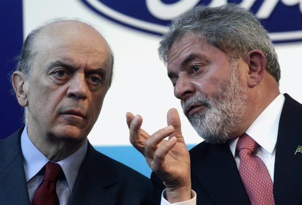 2007 - Na fábrica da Ford, Lula elogia Serra e sugere que ele dê um novo Ka de presente para sua esposa, Mônica Serra