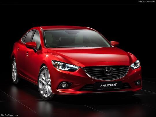 Terceira geração do Mazda Sedan 6