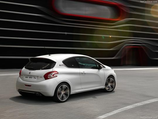 Peugeot divulga fotos do 208 GTi