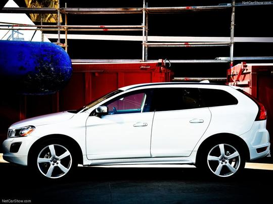 Volvo XC60 T5 R-Design chega ao Brasil por R$ 172.900