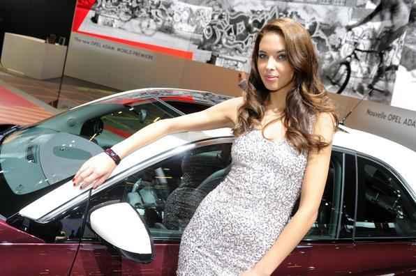 Opel Adam promete brigar no segmento Premium