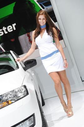 Belas mulheres não podem faltar no automobilismo