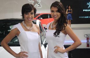 Modelos no estande da Peugeot