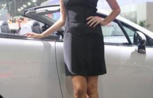 Modelo no estande da Peugeot