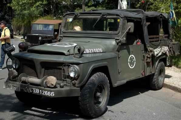 Encontro em Belo Horizonte reuniu viaturas militares utilizadas na Segunda Guerra e em outros conflitos mundiais - Thiago Ventura/EM/D.A Press