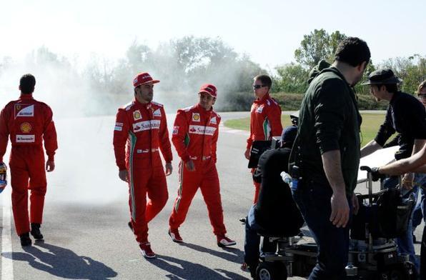 Os pilotos da Ferrari Fernando Alonso e Felipe Massa fizeram um test drive no 500 Abarth Cabrio, que será apresentado no Salão de Los Angeles