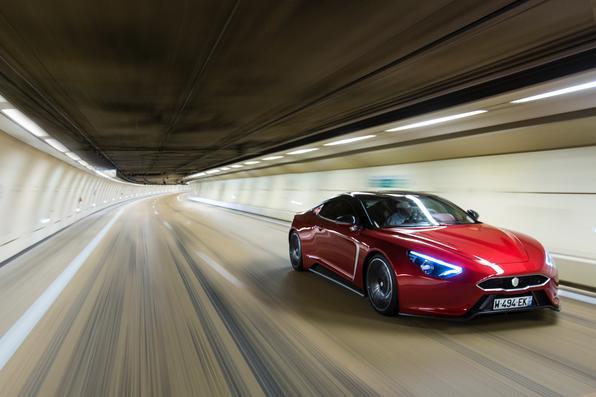 Fábrica francesa especializada em bólidos de corrida lança primeiro carro de rua. Cupê de quatro lugares é equipado com dois motores elétricos centrais de 407cv