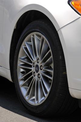 Modernas e bem equilibradas, suas linhas foram inspiradas na segunda fase da filosofia de design Knetic e provocam um 'quebra-pescoço' por onde o carro passa