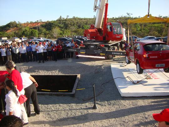 Durante lançamento da pedra fundamental da fábrica, um JAC J3 foi enterrado numa cápsula do tempo. O modelo só será tirado dali em 2032