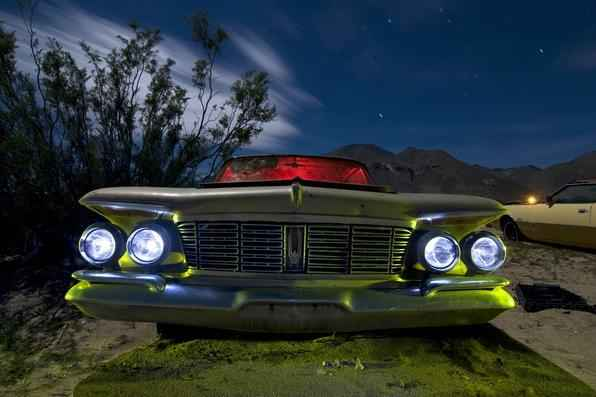 Chrysler Imperial 1956 - O fotógrafo Troy Paiva registra fotos noturnas incríveis no Oeste dos EUA