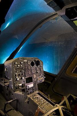 Cockpit de um Bell 222-  Troy Paiva registra imagens noturnas no Velho Oeste dos EUA