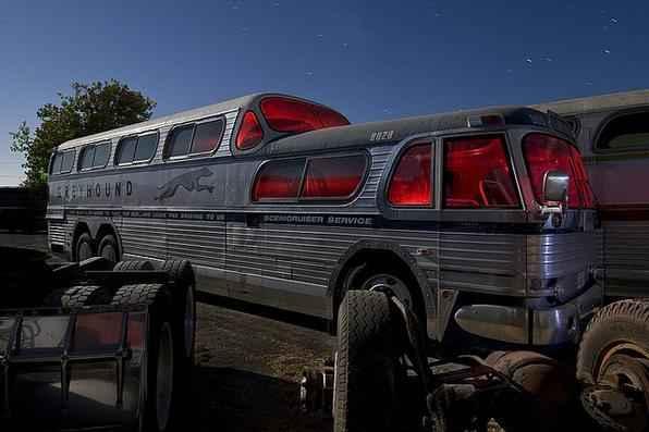 Williams Bus Yard - Troy Paiva registra imagens noturnas no Velho Oeste dos EUA