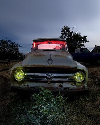 Ford F100 - Troy Paiva registra imagens noturnas no Velho Oeste dos EUA