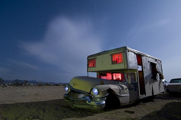 'O molusco%u201C - Cadillac RV 1956 convertido em motorhome - Troy Paiva registra imagens noturnas no Velho Oeste dos EUA