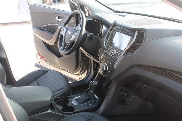 A direção elétrica conta com o sistema de regula a rigidez do volante de acordo com a velocidade