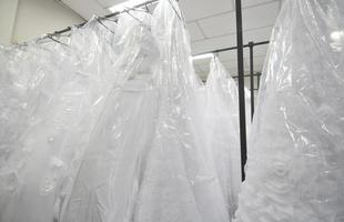 Vestidos de noiva importados também foram leiloados
