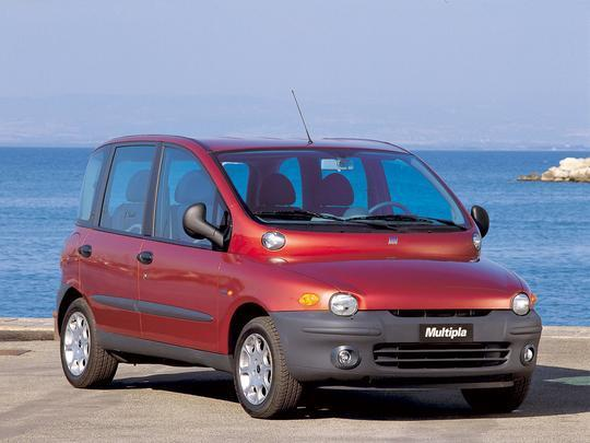 O multiuso Fiat Multipla tem um dos desenhos mais grotescos