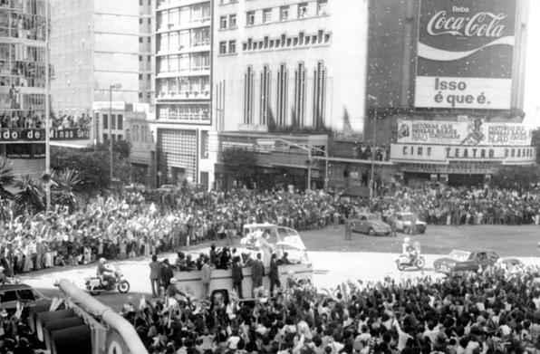 Em Belo Horizonte, Papa João Paulo II usou um singelo Papamóvel baseado no caminhão 608, da Mercedes