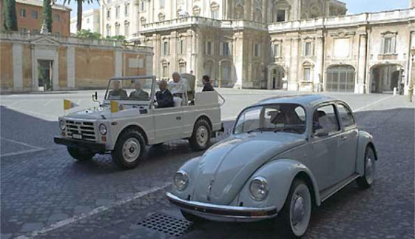 Papam¢vel da Fiat e um Fusca emplacado no Vaticano
