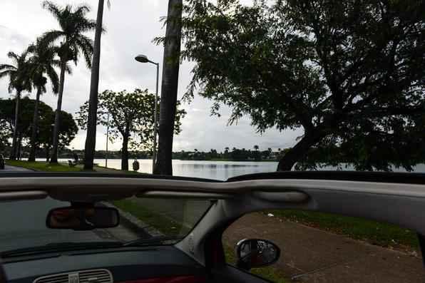 Para compor o entorno da lagoa, Oscar Niemeyer projetou um conjunto arquitetônico que se tornou referência e influenciou toda a Arquitetura Moderna Brasileira