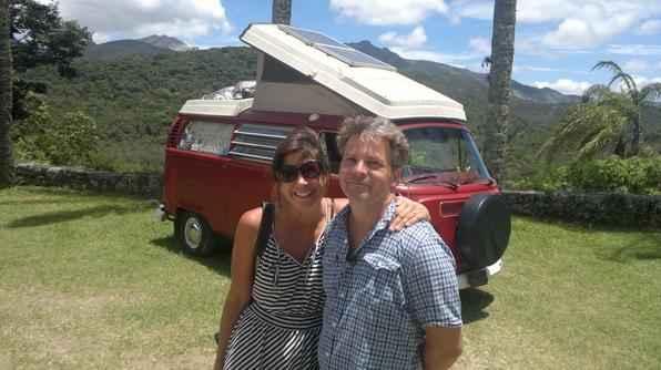 Família americana deixa os Estados Unidos para morar numa Kombi viajando pelo mundo