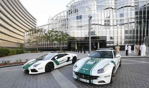 Pol�cia de Dubai recebe refor�o de Ferrari e Lamborghini