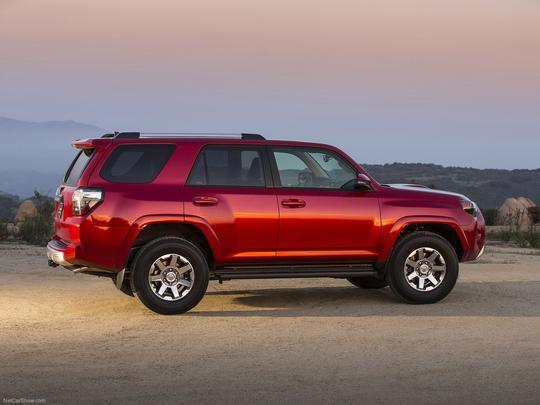 SUV ganhou visual mais agressivo e conta com motor 4.0 V6 de 270 cavalos