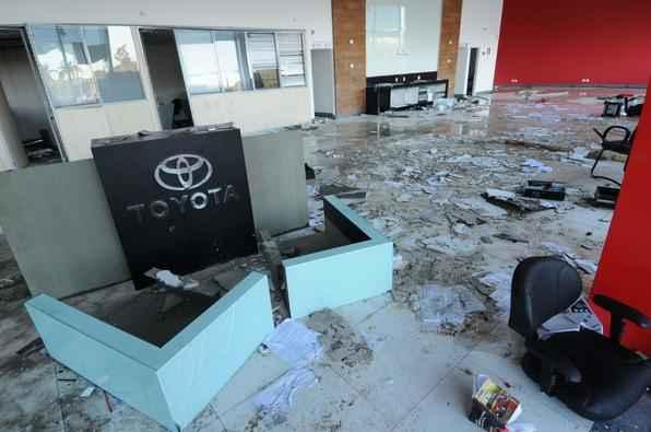 Concessionárias destruídas em BH