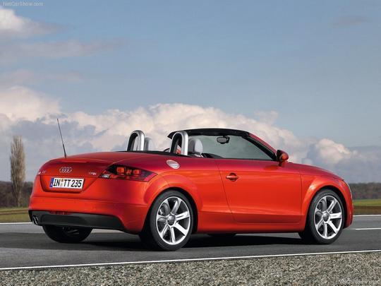 Roadster conta com motor 2.0 turbo