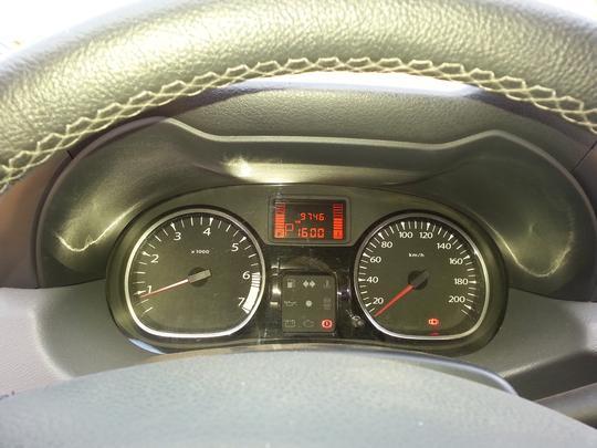 SUV da Renault continua na Mira do Vrum e é analisado por proprietária da versão com câmbio manual. Espaço interno e desempenho agradam, mas transmissão automática de quatro velocidades e detalhes ergonômicos ficam devendo