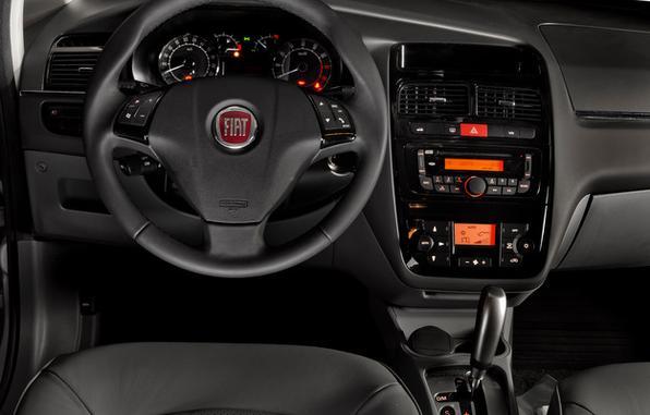 Fiat Linea chega à linha 2014 por R$ 53,1 mil: sedã ganhou piloto automático e kit de parafusos antifurto para as rodas. Preço continua o mesmo de 2013