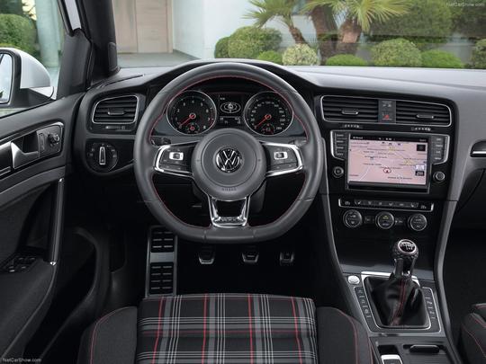 Novo Golf GTI chega ao Brasil com motor turbo de 220 cavalos a partir de R$ 94,9 mil