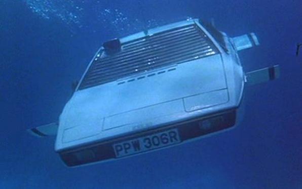 Lotus Esprit, o carro-submarino de James Bond, é vendida por 650 mil euros em leilão