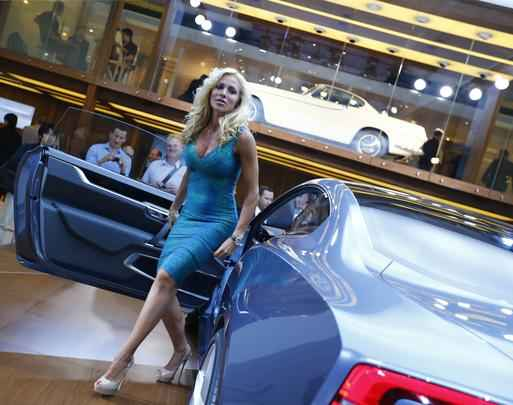 Belas modelos no Salão de Frankfurt