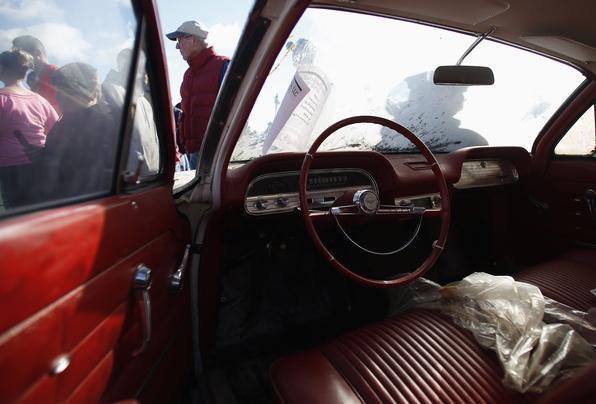 Modelo tem transmissão automática, plástico nos bancos e nota fiscal da GM no vidro