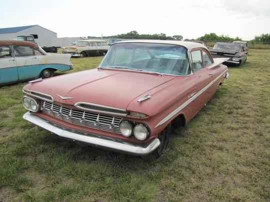 Além desses, carros seminovos que eram aceitos como parte do pagamento na compra de novos também foram estocados