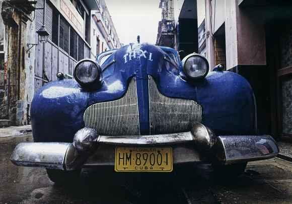 Fotógrafo publicitário Du Ribeiro lança livro com imagens dos almendrones, como são chamados os automóveis da década de 1950 que circulam em Cuba. O ensaio é de 1988