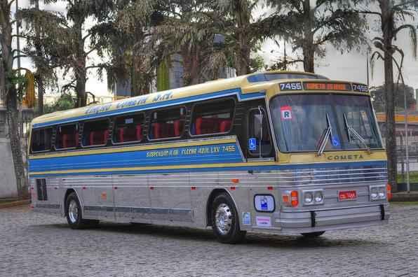 Ônibus Flecha Azul rodou mais de 24 mil quilômetros na últimas 65 viagens. Grupo de 15 pessoas com acompanhantes fez o derradeiro trecho entre São Paulo e Campinas