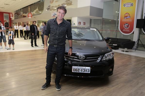 Campeão da Libertadores, técnico Cuca ganhou um Toyota Corolla XEI (Foto: Rogério Augusto/Divulgação)