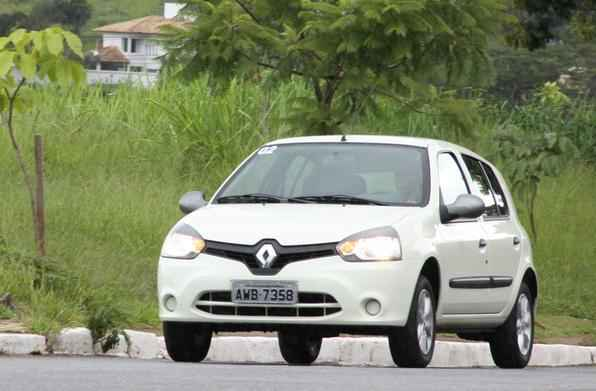 R$ 24.400 Renault Clio Authentique 1.0 2p