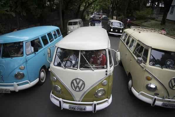 Clube da Kombi reúne admiradores do modelo em Belo Horizonte (Foto: Thiago Ventura/EM/D.A Press)
