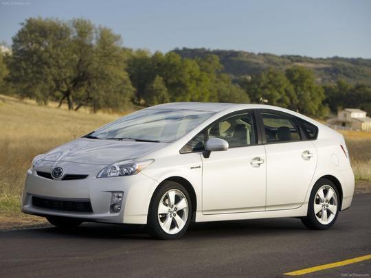 Toyota Prius (Gasolina) 15,7 km/l na cidade 14,3 km/l na estrada