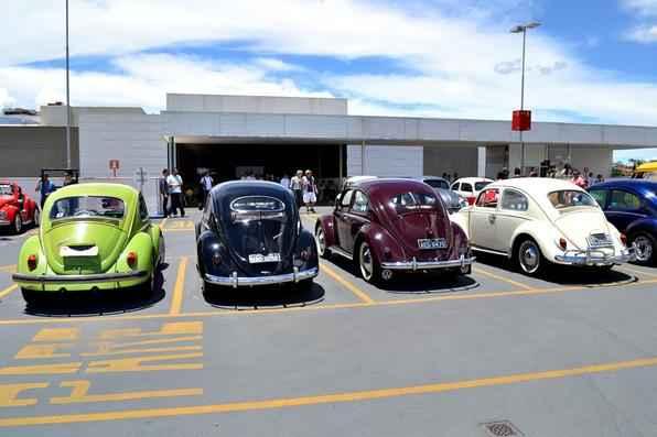 Encontro organizado pelo Portal do Fusca levou mais de 150 carros para comemorar o Dia Nacional do Fusca em shopping em BH