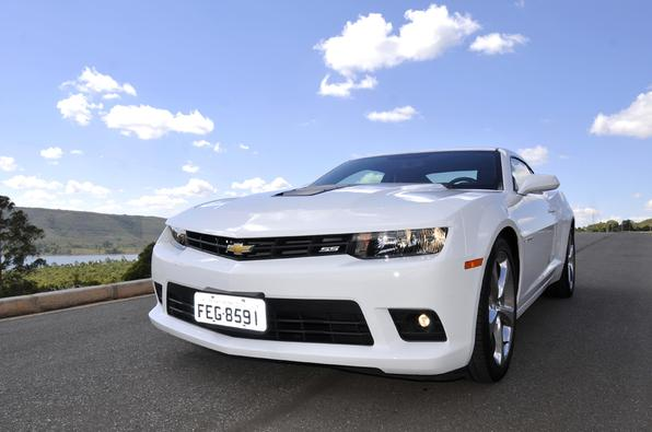 Chevrolet Camaro 2014 atualiza visual e exibe novo pacote tecnológico