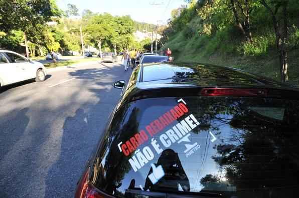 Adeptos em Belo Horizonte fazem carreata de protesto contra multas a carros rebaixados