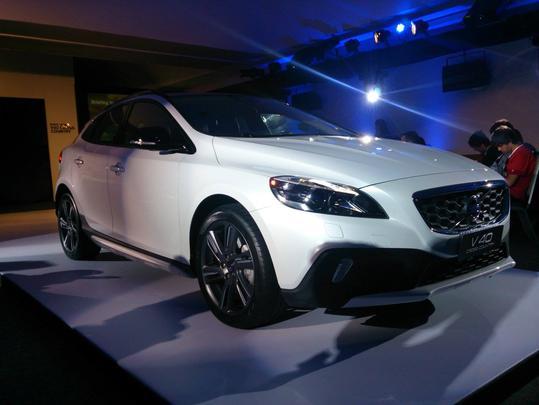 Volvo lança V40 Cross Country no Brasil por R$ 141,5 mil